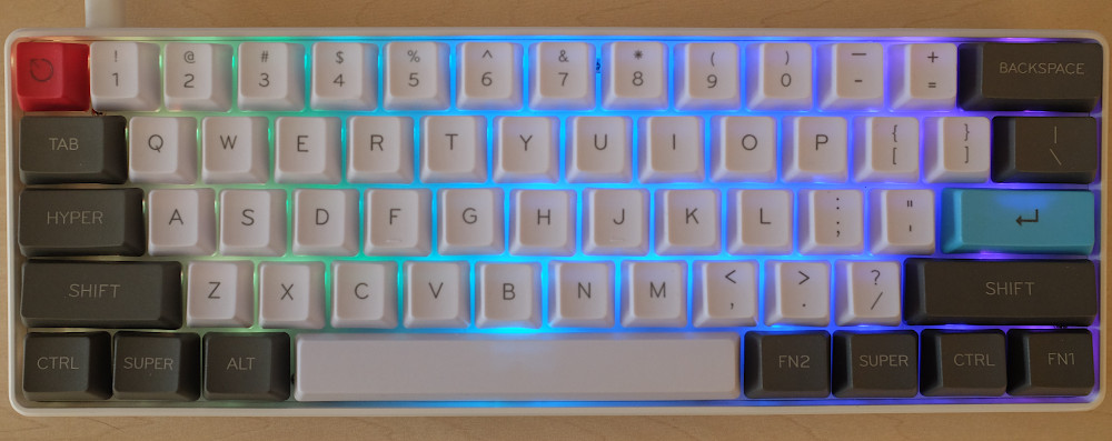 gk61 hot swappable mechanical keyboard met kailh Box Pink en PBT keycaps